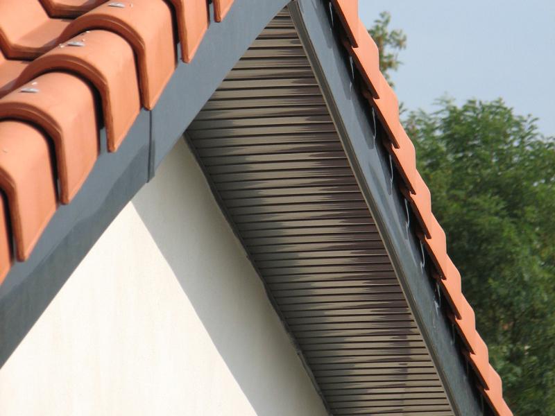 Les avant-toits PVC : habillez et protégez durablement vos murs.